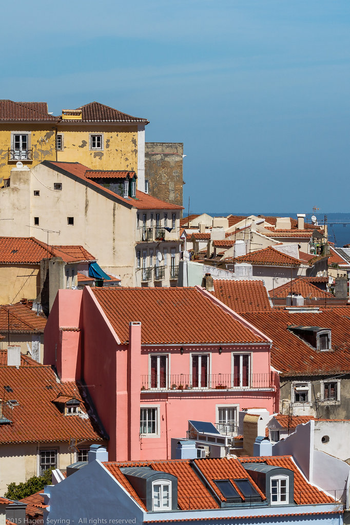 Houses the historic district of Lisbon the Alfama
